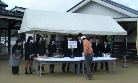 ボランティアの玖珠農業高校の生徒さん達