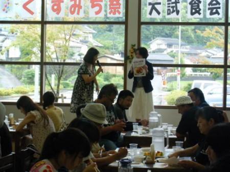 玖珠駐屯地栄養士 瀧石裕子さんによるきりかぶオムライスの説明